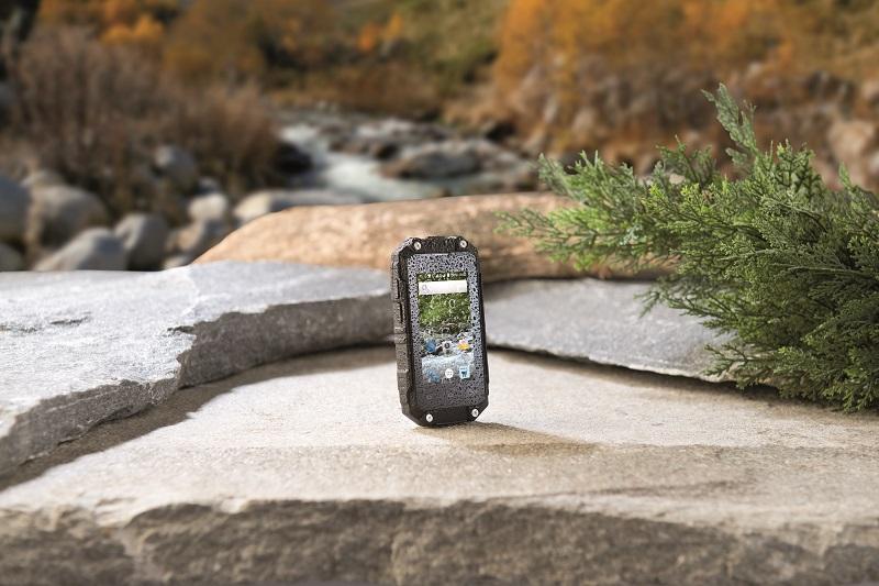 le spt 210 un smartphone performant avec une taille de moins de 10 cm blog sur la culture geek. Black Bedroom Furniture Sets. Home Design Ideas