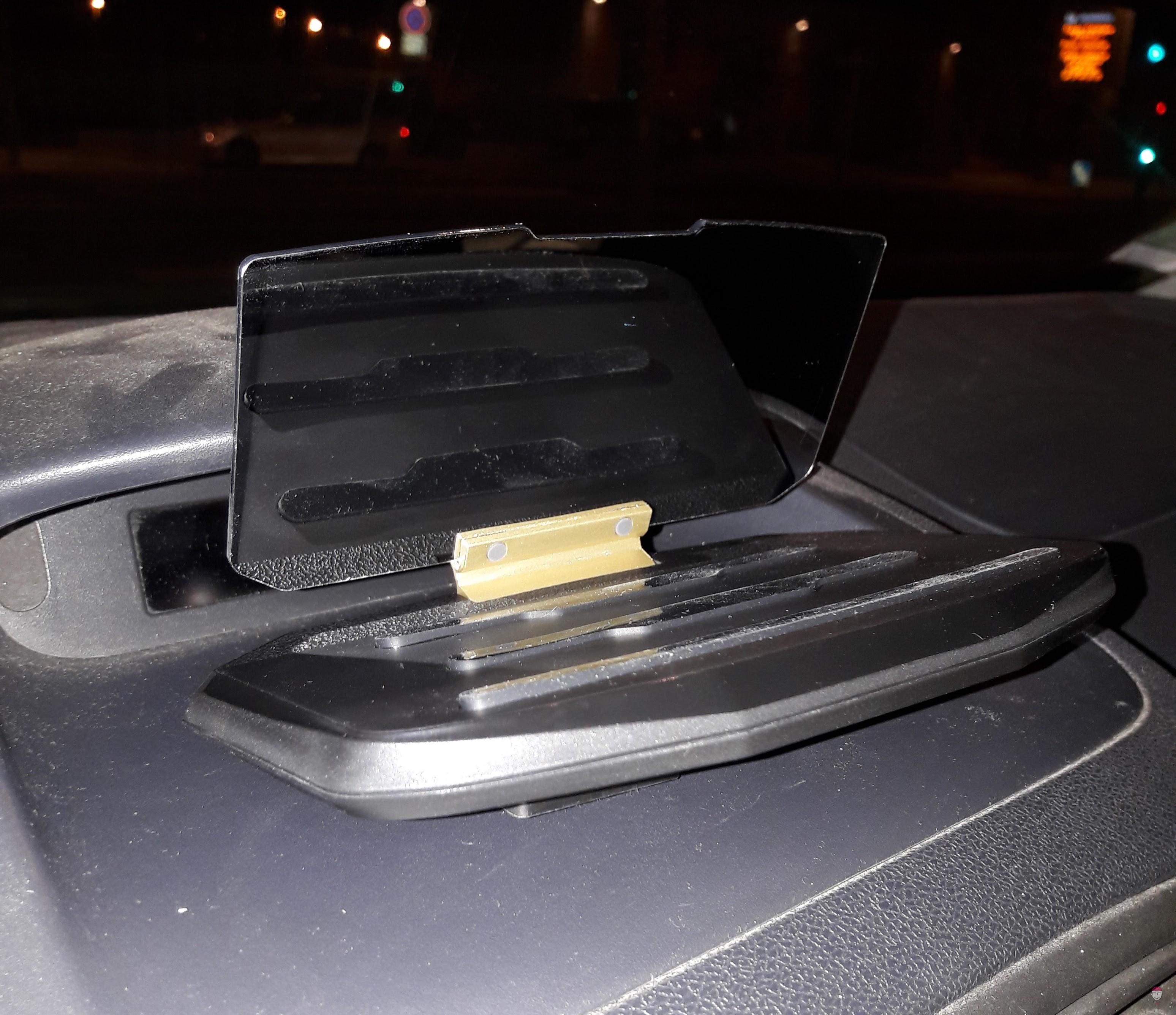 Support voiture pour affichage tête relevée HUD